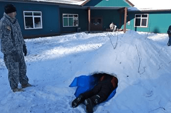 quinzee snow hut
